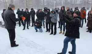 Желающие почтить память Немцова поборются с лыжниками за место у Соловецкого камня 24 февраля