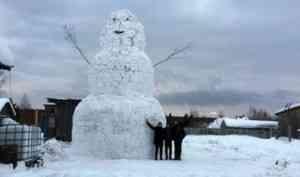 Город снеговиков? Десятиметровый великан появился на окраине Новодвинска
