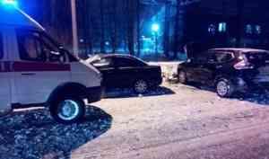 В Котласе на Болтинском шоссе столкнулись две иномарки Nissan