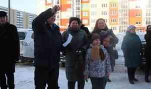 Архангельским семьям вручили ключи от новых квартир по программе переселения из аварийного фонда