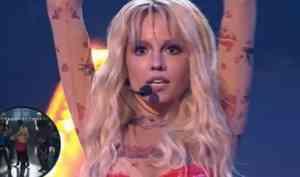 Уроженка Архангельска скопировала образ Бритни Спирс на шоу «Один в один»