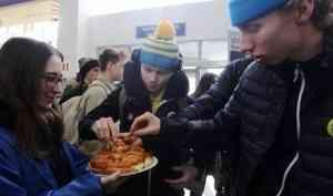 В аэропорт Архангельск прибыли участники первенства мира по хоккею с мячом