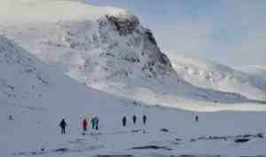 Участники туристического клуба «Полярная звезда» готовятся к лыжному походу в Хибины