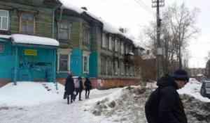 Архангелогородцы обеспокоены свисающими с крыш глыбами снега