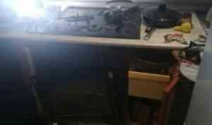 Причиной хлопка газа в квартире пенсионерки стало неплотное соединение шланга-подводки с плитой