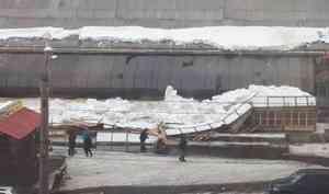 Владелец рухнувших рядов на Архангельском рынке не убирал их с 2017 года