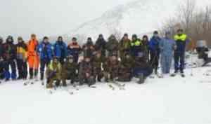 Выжить под лавиной. Архангельские спасатели прошли горноспасательную подготовку в Хибинах
