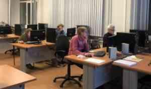 САФУ продолжает обучать пенсионеров компьютерной грамотности