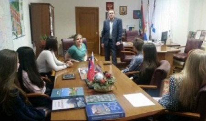 Школьники посетили с экскурсией администрацию города