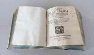 В Добролюбовке обнаружена редкая находка из библиотеки Афанасия Холмогорского