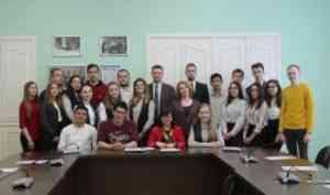 Волонтеры форума «Арктика— территория диалога» встретились сректоромСАФУ