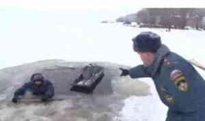 В Архангельской области повсеместно действуют запреты на выход и выезд на лёд. Штраф от 500 до 1000 рублей.