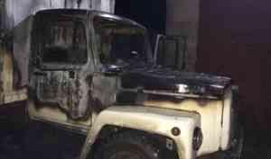 Грузовик загорелся на территории промузла в Архангельске