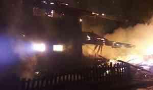 Два десятка человек без жилья и вещей: пожар уничтожил деревянный дом в Шенкурском районе