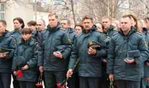 В Архангельске почтили память пожарных и спасателей, погибших при исполнении служебного долга