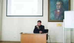 Александр Дятлов рассказал студентам, какие условия готовы предложить работодатели вЛесопромышленном комплексе