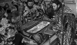 Митрополит Даниил совершил вечерню с выносом Плащаницы