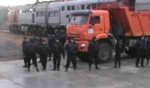 На станции Шиес из вагона поезда выгрузили топливо для мусорной стройки